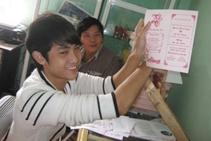 lớp học in lụa trên giấy