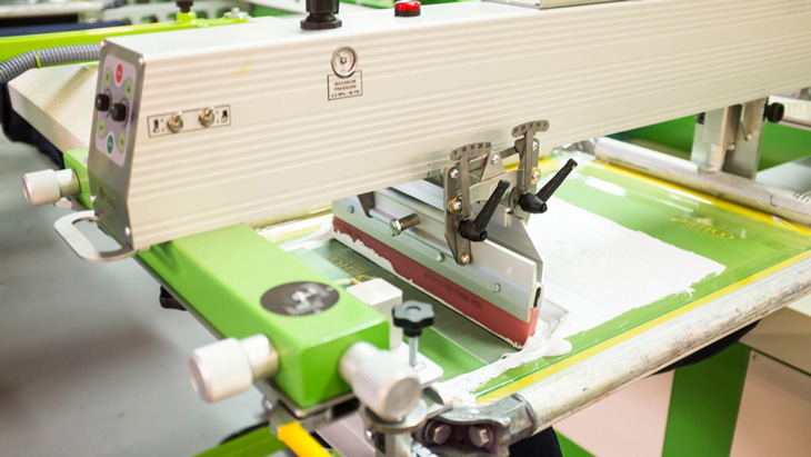kỹ thuật in lụa trên vải